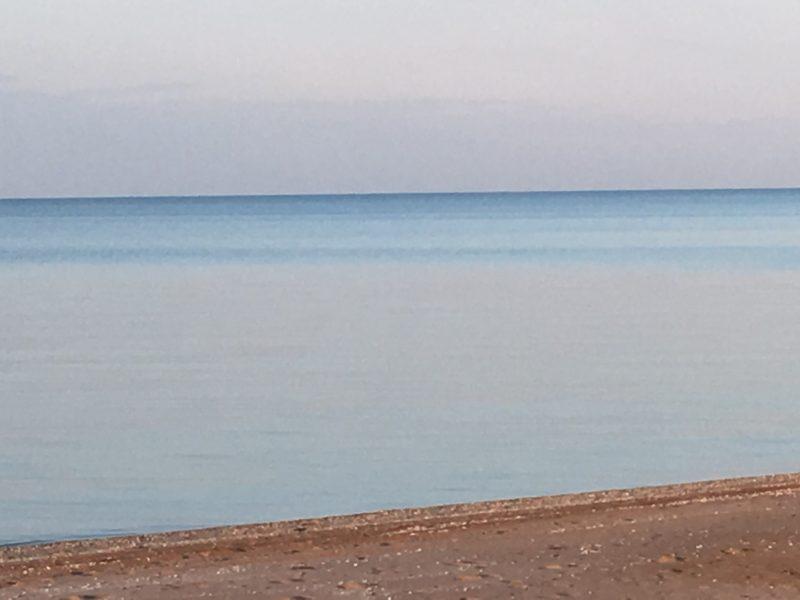 пляж в Кучугурах в мае