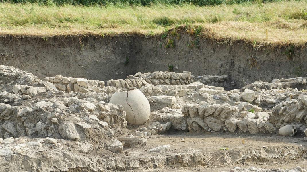 В IV веке нашей эры город полностью разграбили и сожгли дикие гунны